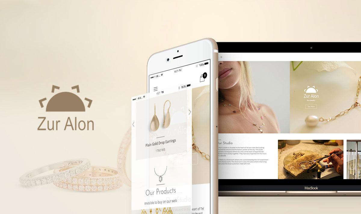 מסך לפטופ ומסך פלאפון מציגים אתר אינטרנט